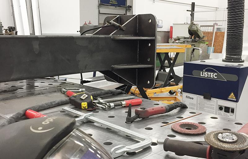 Produktion Metallbau Pylon-Pfeiler